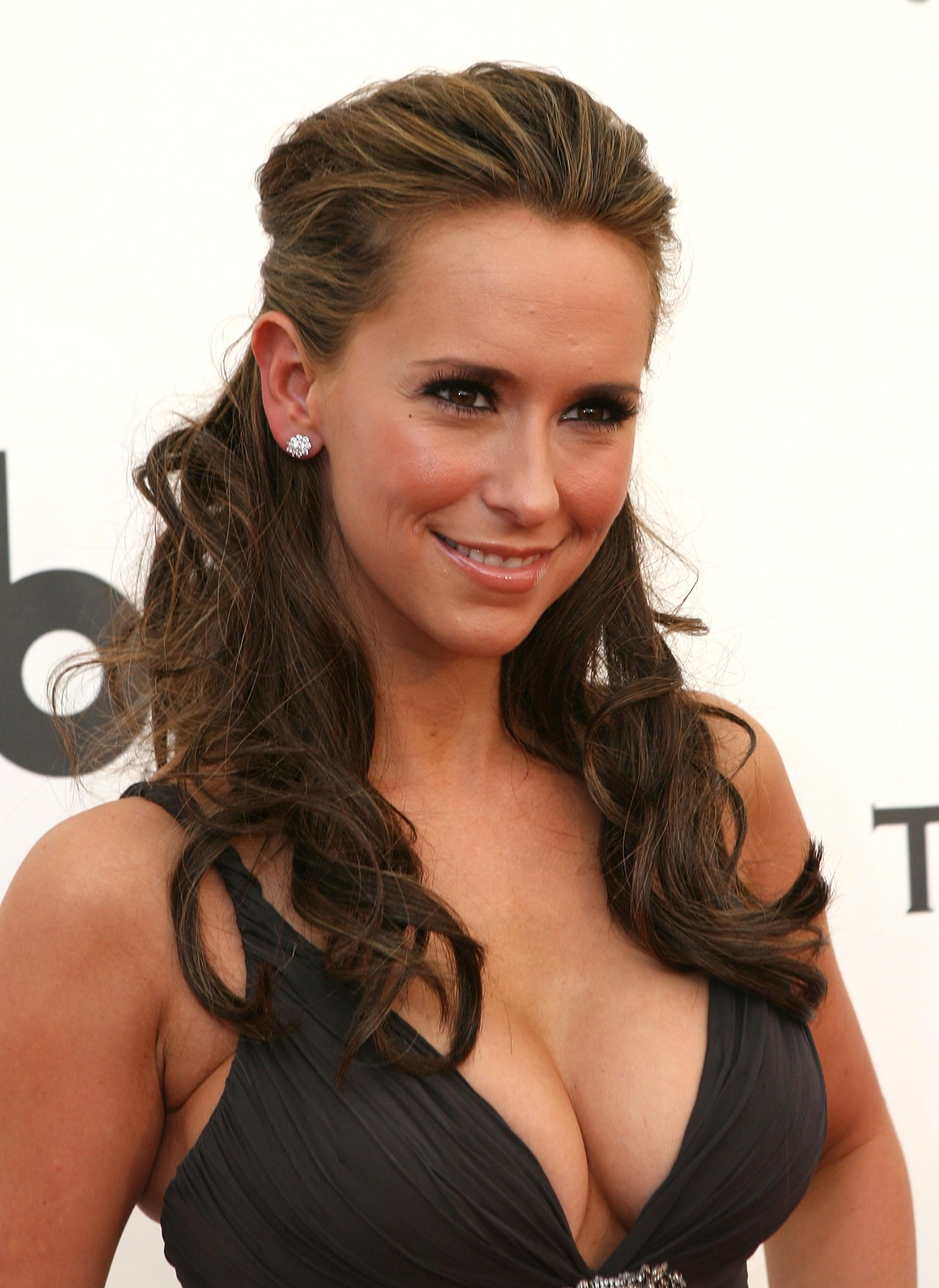 Jennifer Love Hewitt r...
